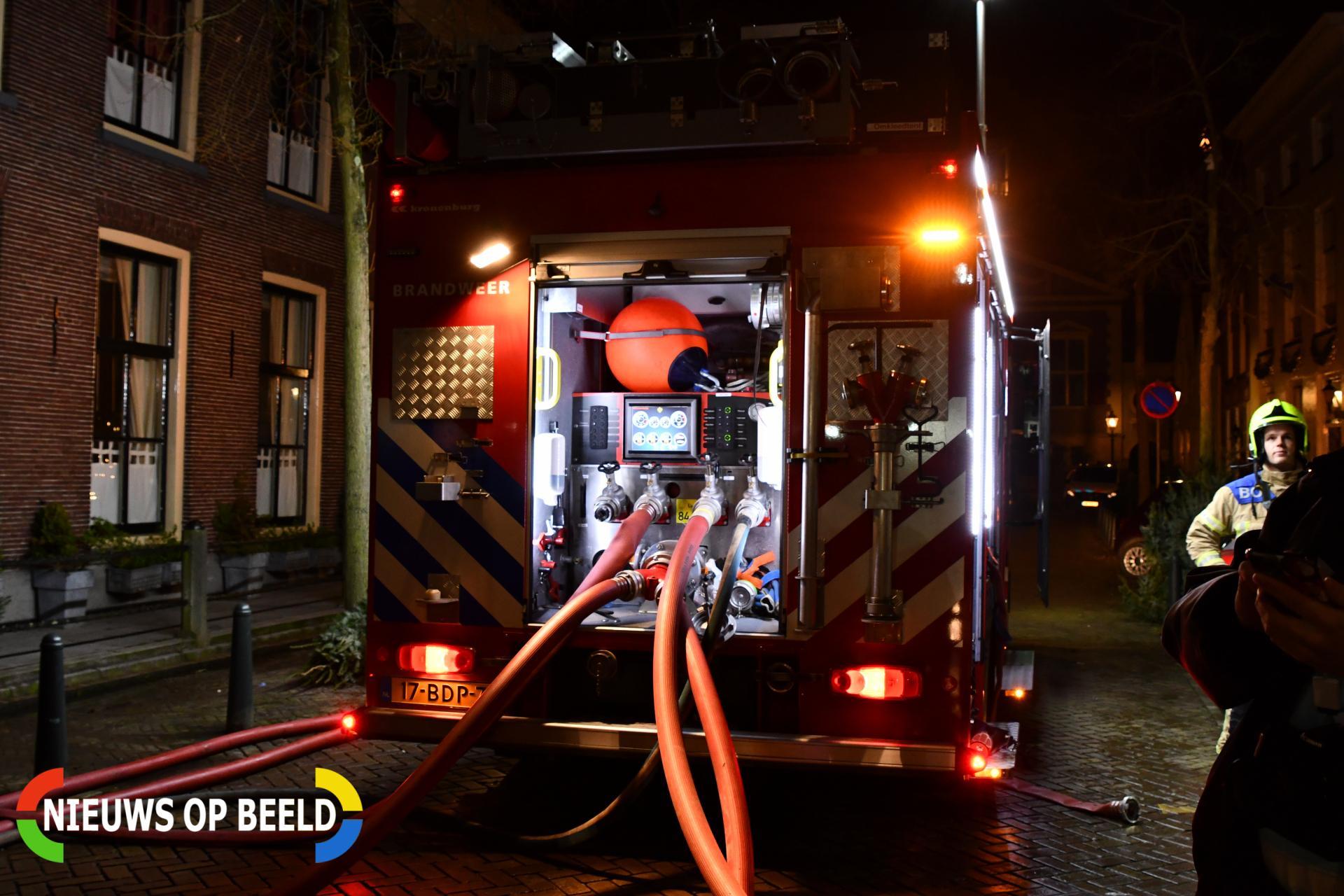 Grote brand historisch pand, brand moeilijk te bestrijden Voorstraat Middelharnis