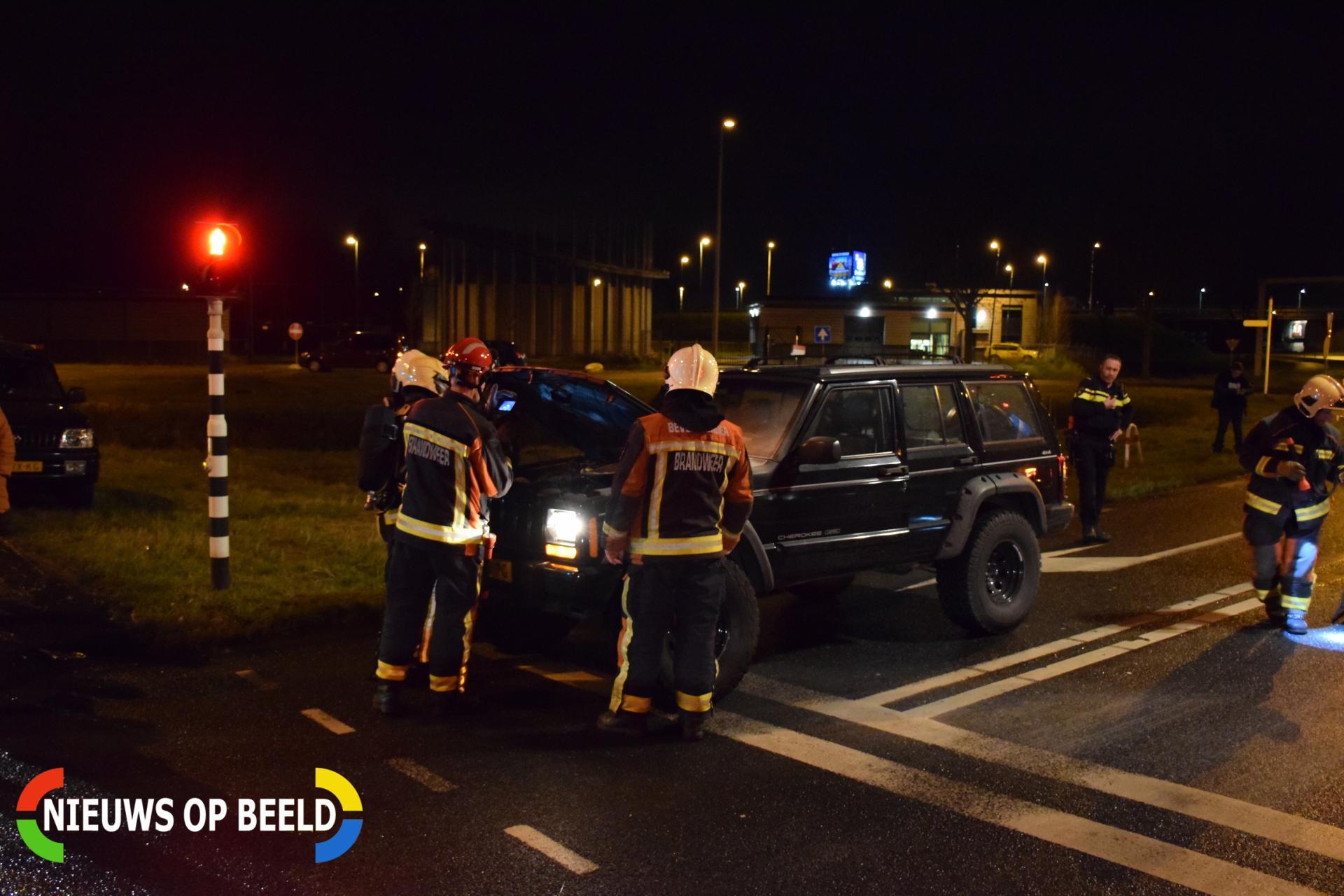 Jeep vat vlam voor stoplicht Kanaaldijk – N454 Waddinxveen