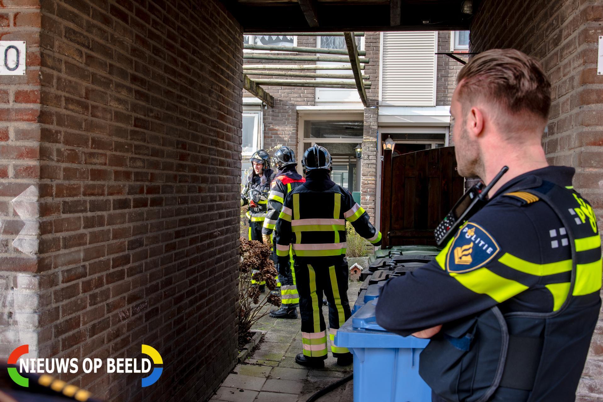 Alerte buren voorkomen flinke woningbrand Kaar Hoogvliet Rotterdam