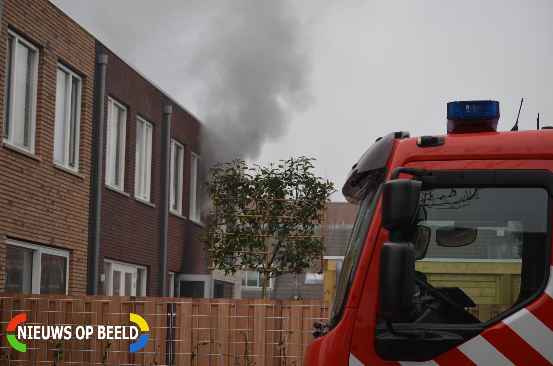 Dikke rookpluimen bij brand in woning Agaat Zoetermeer