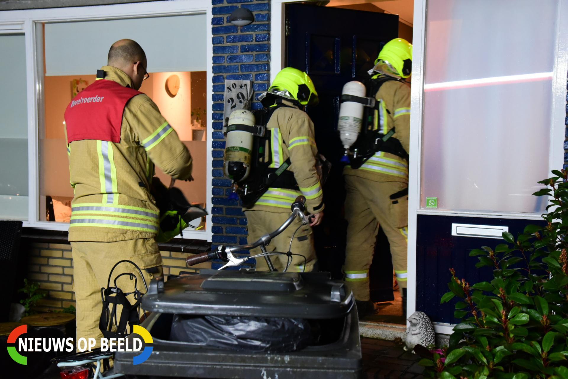 brandweer verricht metingen na koolmonoxide alarm Lijsterlaan Rhoon