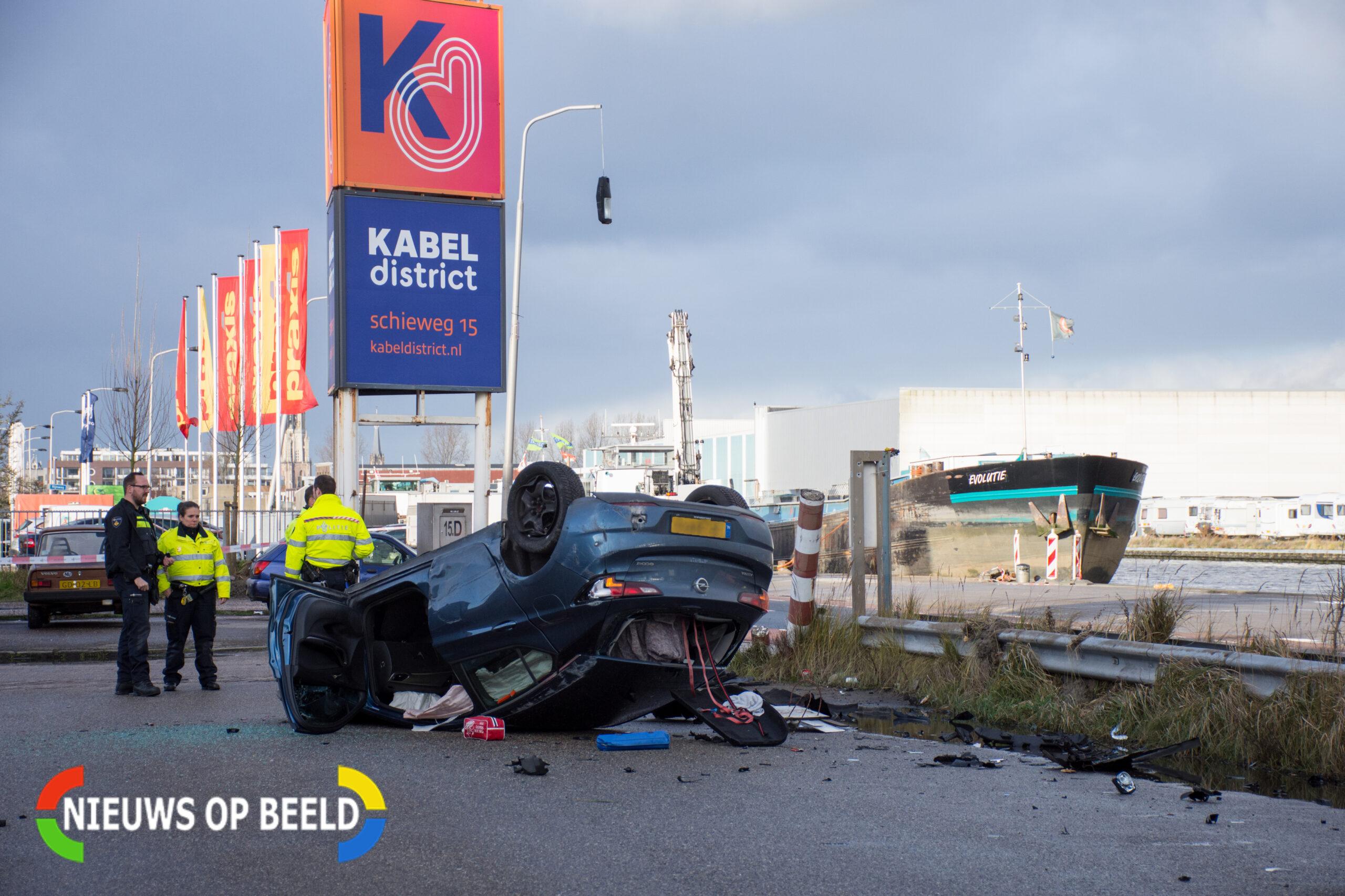 Meerdere gewonden na bizarre crash in Delft