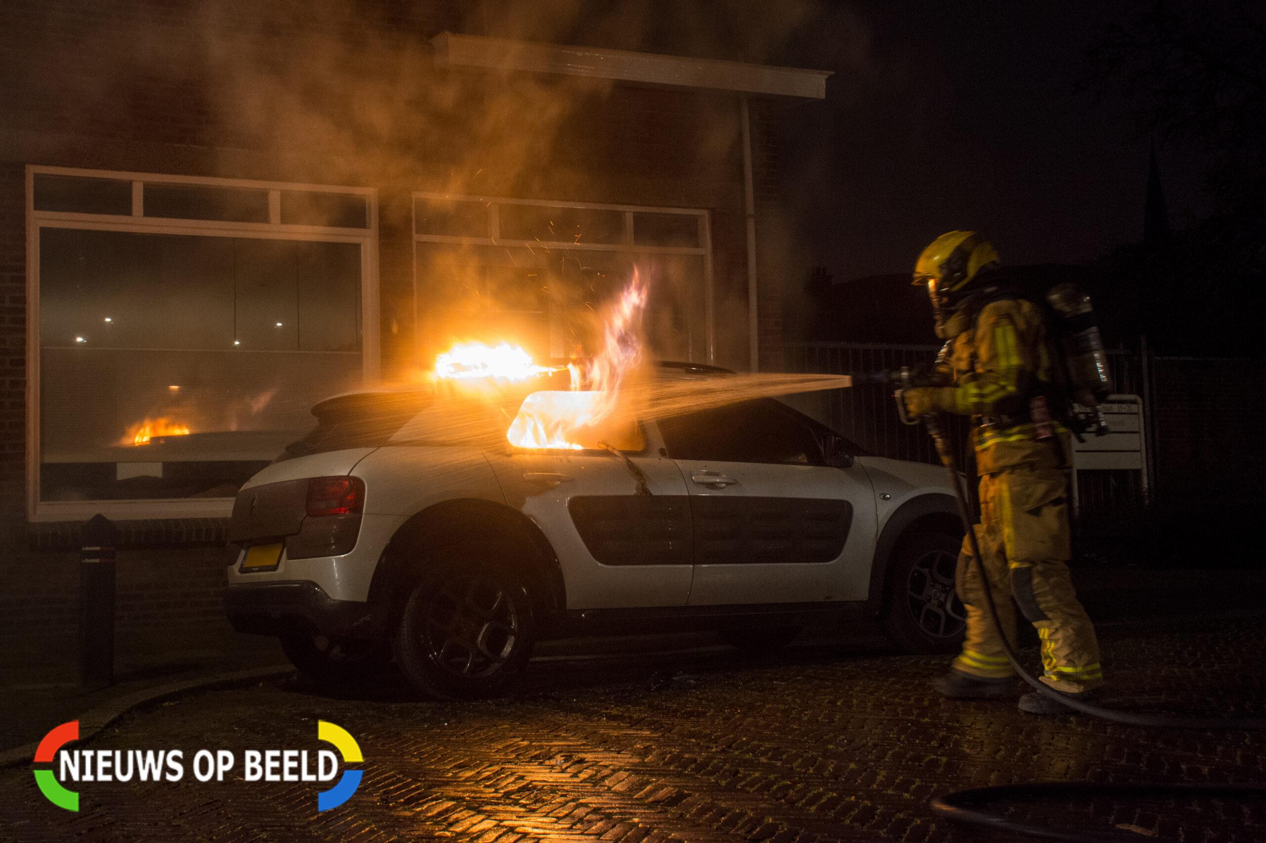 Auto zwaar beschadigd door brand in Voorburg