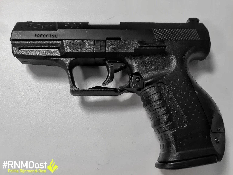 Moeder maakt zich niet zo druk over nepwapen in broeksband van 13-jarige zoon Rotterdam – Zevenkamp