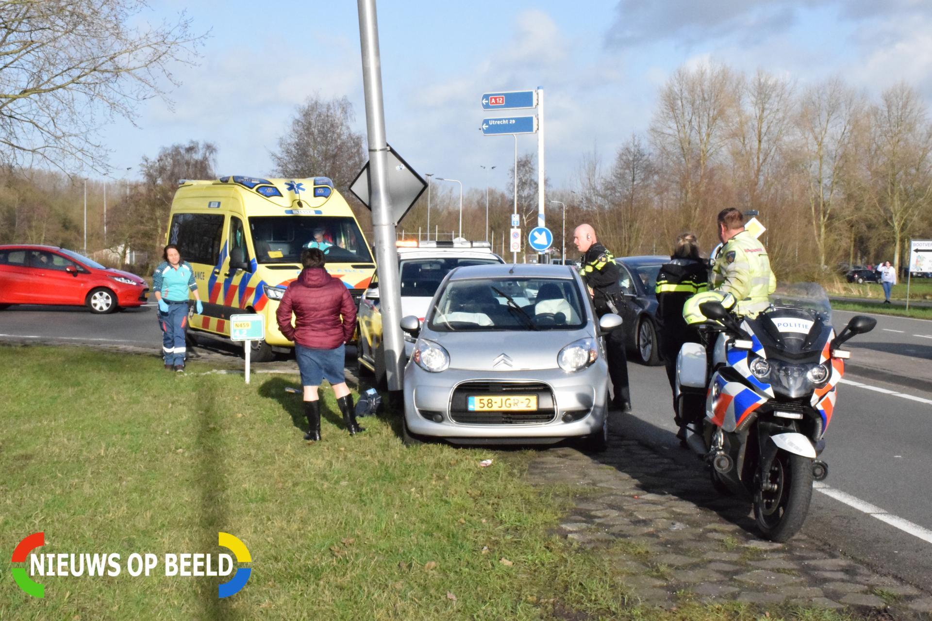Twee personenauto's rijden door na ongeval Goudsestraatweg – N459 Reeuwijk