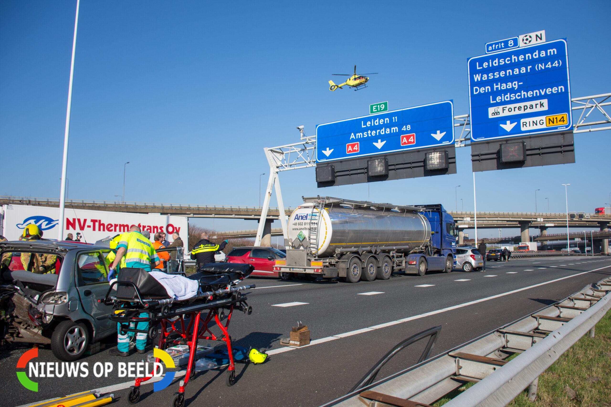 Meer dan tien voertuigen betrokken bij groot ongeval op A4 bij Den Haag; Snelweg weer open