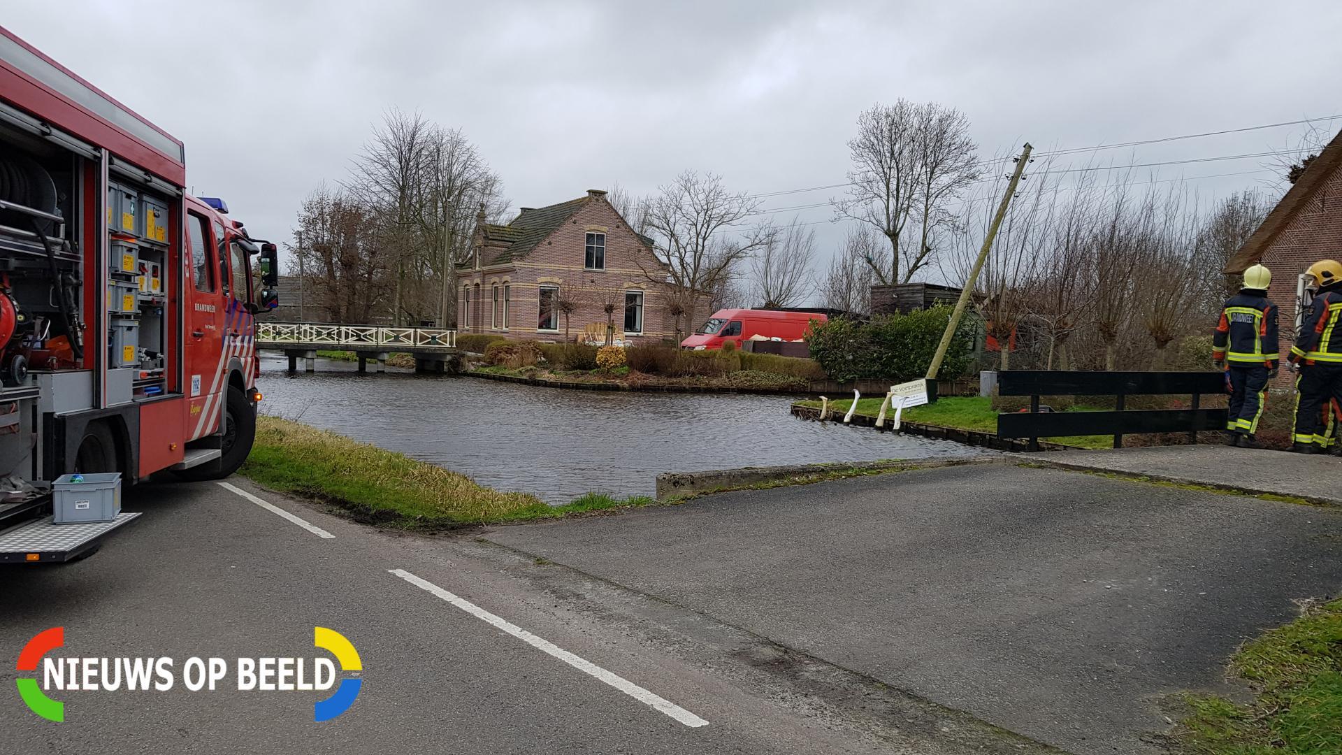 Stroompaal breekt af door harde wind Kerkweg Reeuwijk