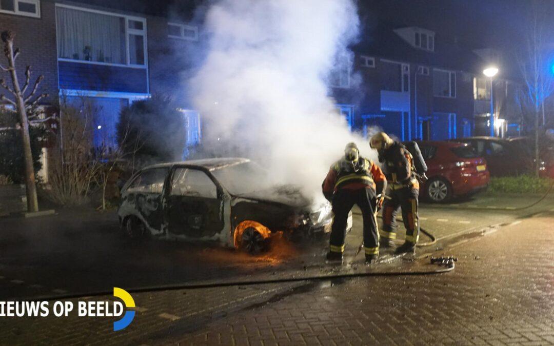 Weer auto in brand De Genestetlaan Waddinxveen