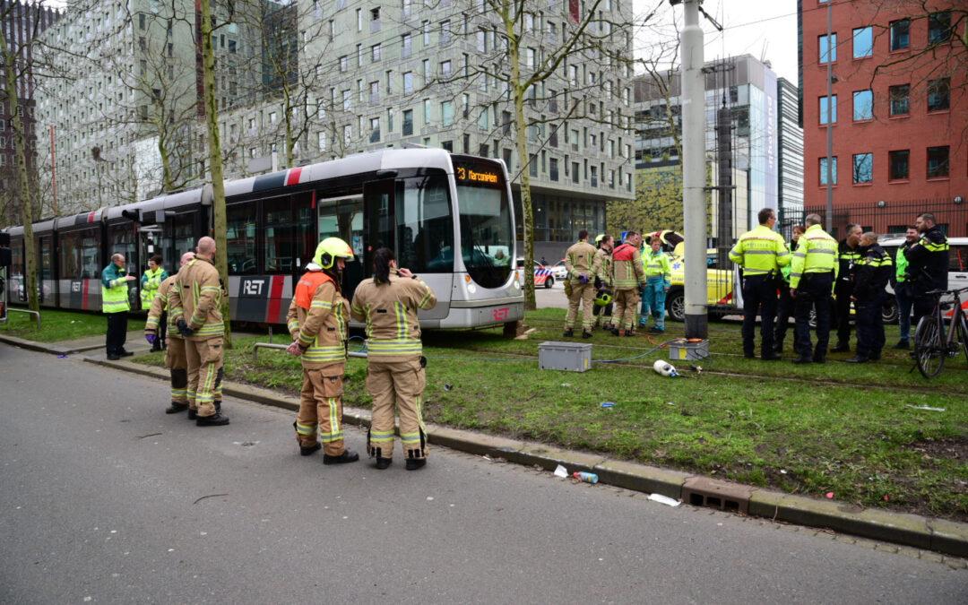 Gewonde na ongeval met tram op Laan op Zuid in Rotterdam; Extra reistijd op tramlijnen 20, 23 en 25