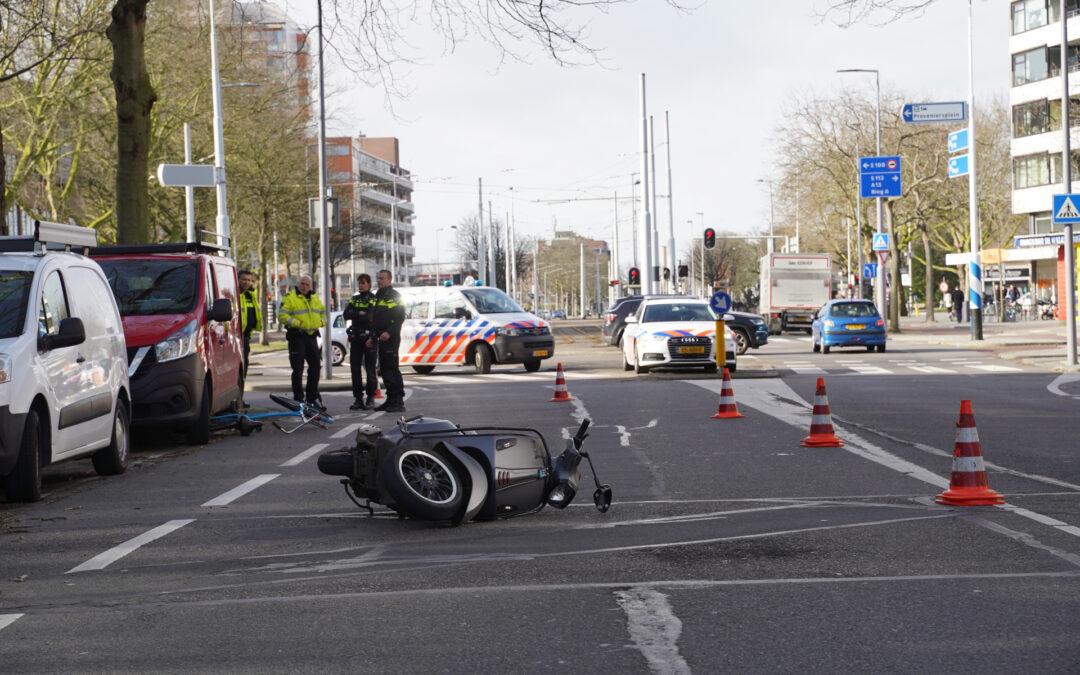 Gewonde na botsing tussen fietser en scooter Walenburgerweg Rotterdam