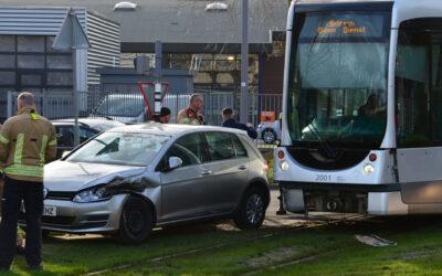 Tram en personenauto botsen op elkaar Melanchtonweg Rotterdam