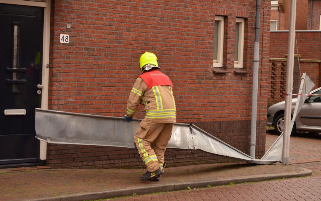Loshangende dakplaten verwijderd Zilvergracht Berkel en Rodenrijs