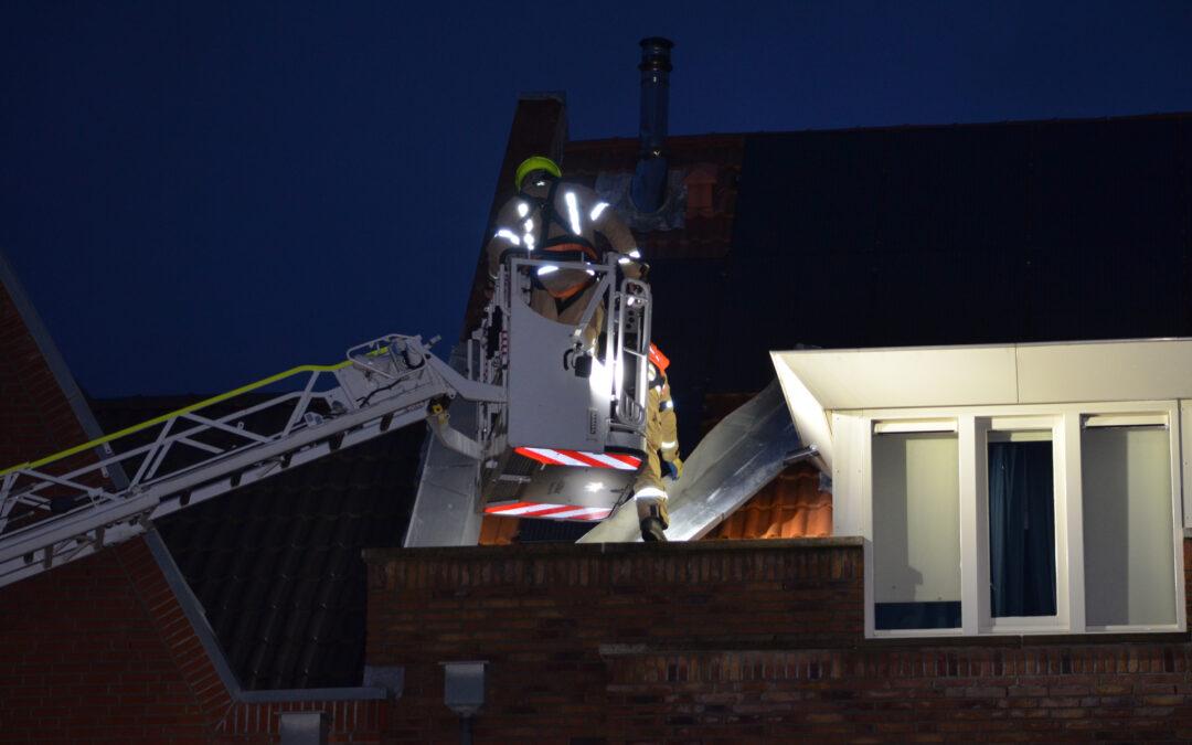Opnieuw loshangende dakplaten aan woning Zilvergracht Berkel en Rodenrijs
