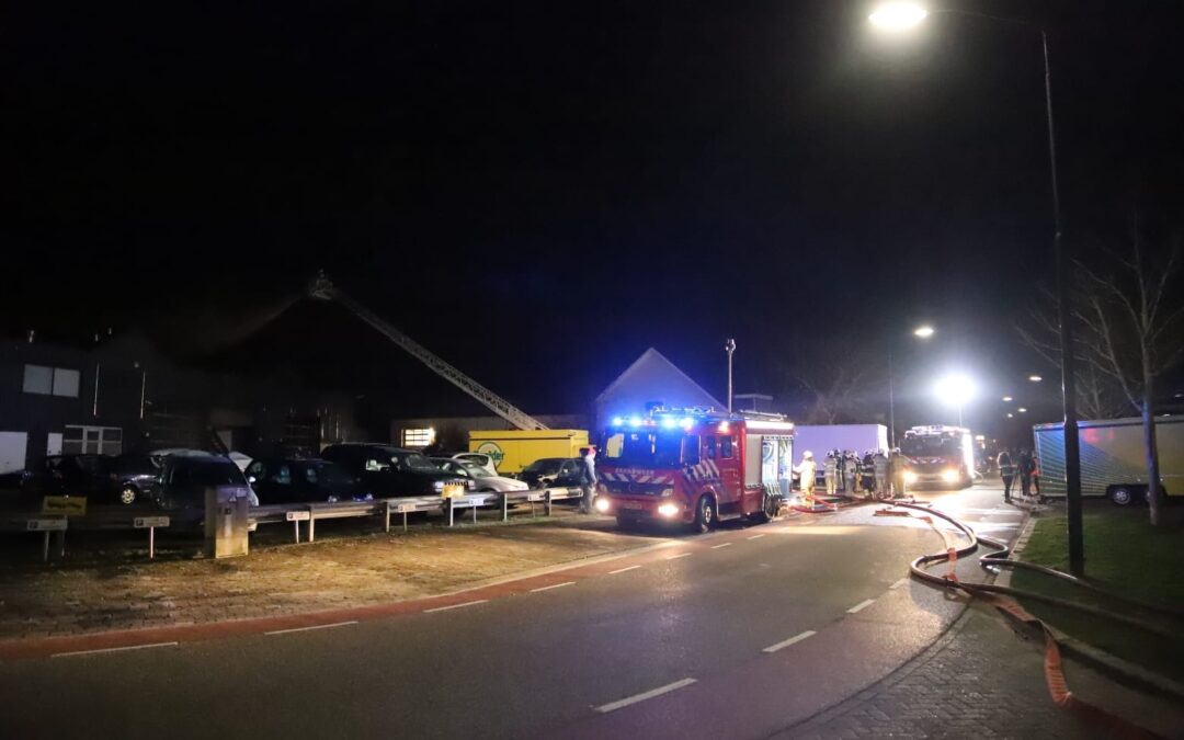 Autogarage verwoest door brand Steenovenweg Montfoort