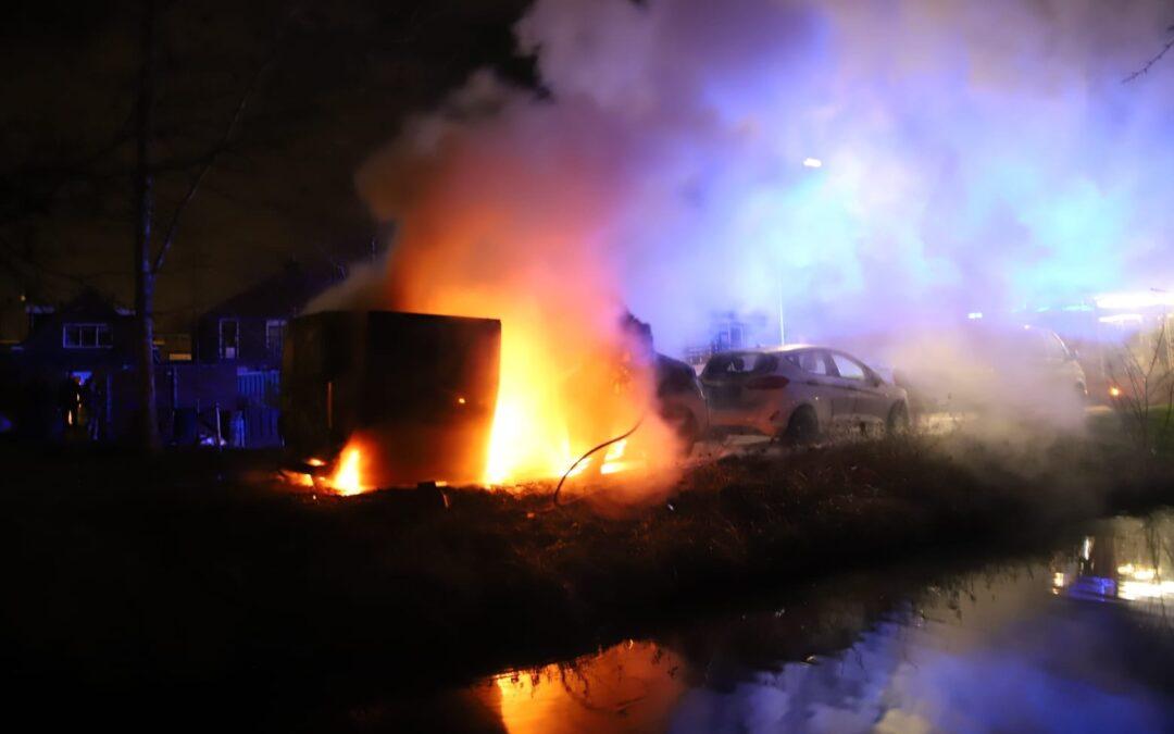 Bestelbus uitgebrand Mercuriusweg Waddinxveen