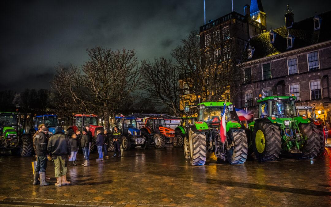 Verrassingsactie boeren bij Binnenhof in Den Haag