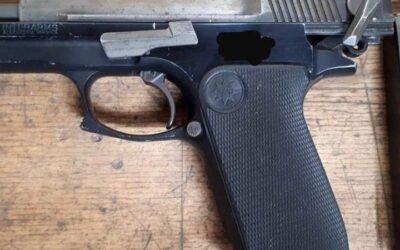 Man (20) met doorgeladen vuurwapen op zak aangehouden in Rotterdam