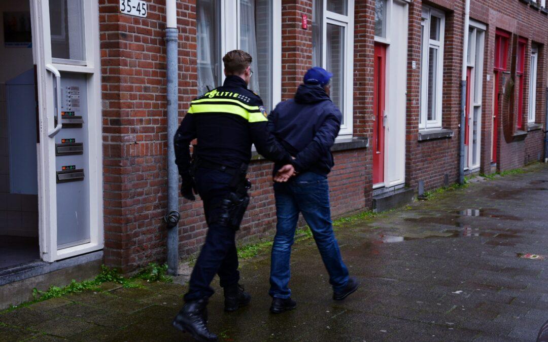 Man aangehouden na steekpartij in portiekflat Wieldrechtstraat Rotterdam