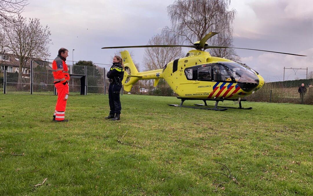 Traumahelikopter geland op sportveld Pieter Mondriaanrade Capelle aan den IJssel