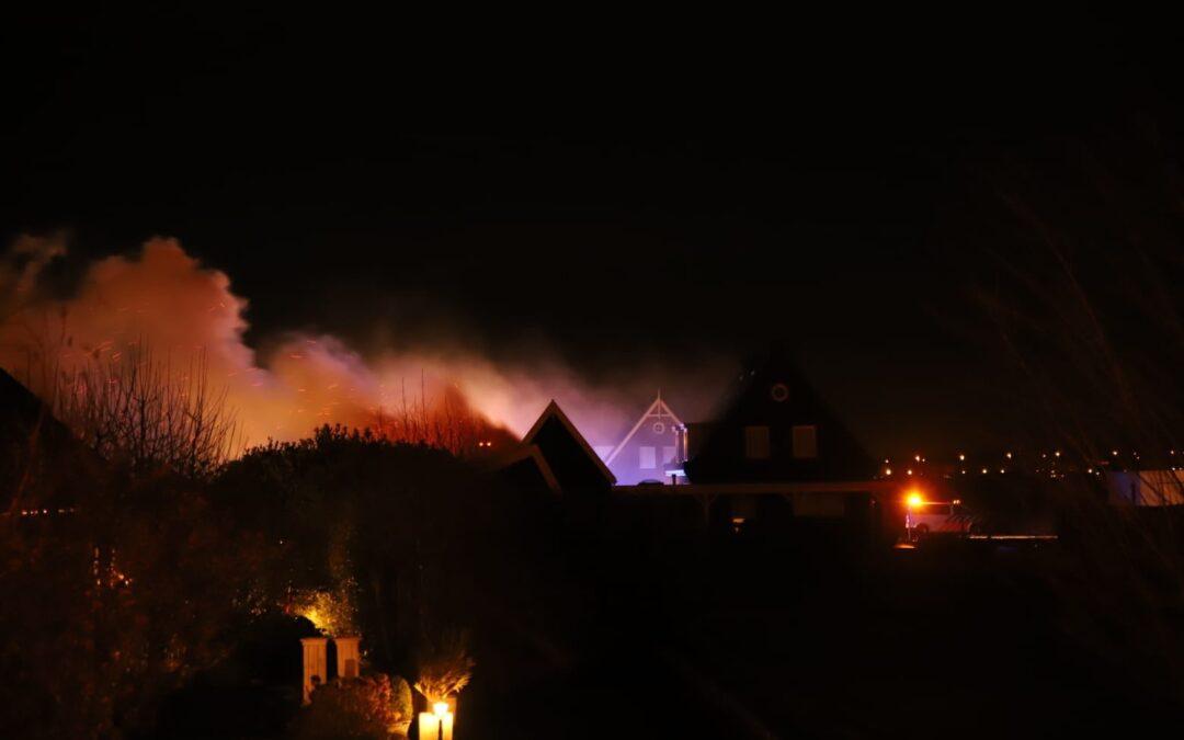 Uitslaande brand in schuur naast woning Henegouwernesse Waddinxveen