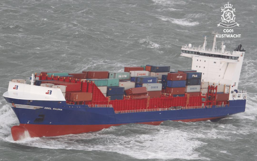 Containerschip verliest containers bij Ameland