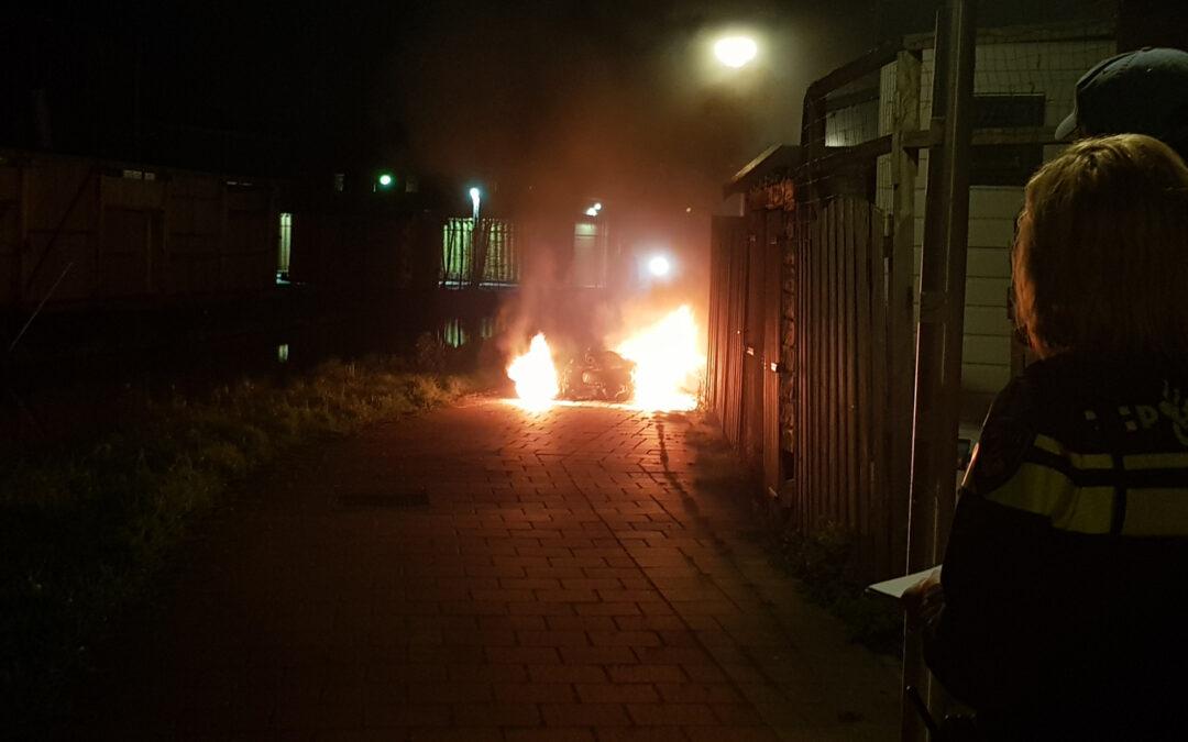 Scooter gaat in vlammen op IJssellaan Gouda