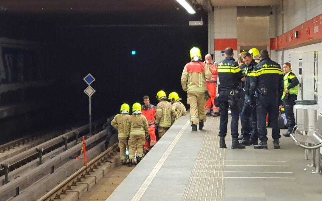 Persoon gewond na val op metrorails Schiedamseweg Rotterdam