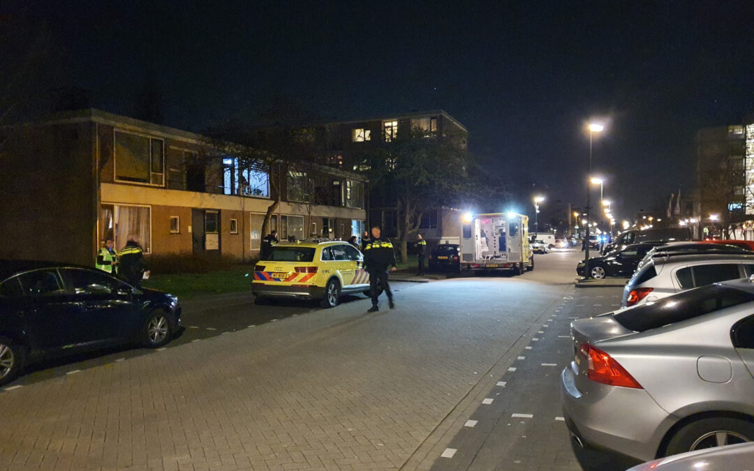 Politie schiet man in been na bedreiging met kapmes Monseigneur Nolenslaan Schiedam