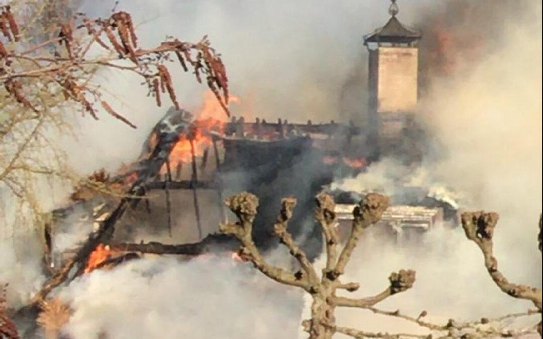Woning met rieten kap gaat in vlammen op Opweg Schoonhoven