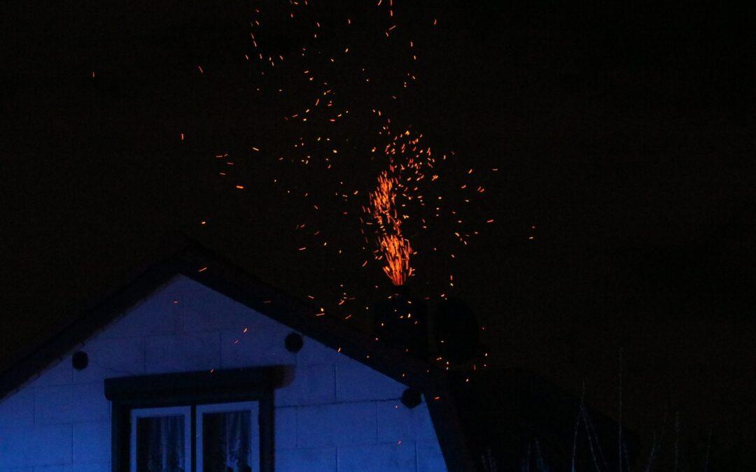 Vonkenregen bij schoorsteenbrand Kerkweg Zuidland