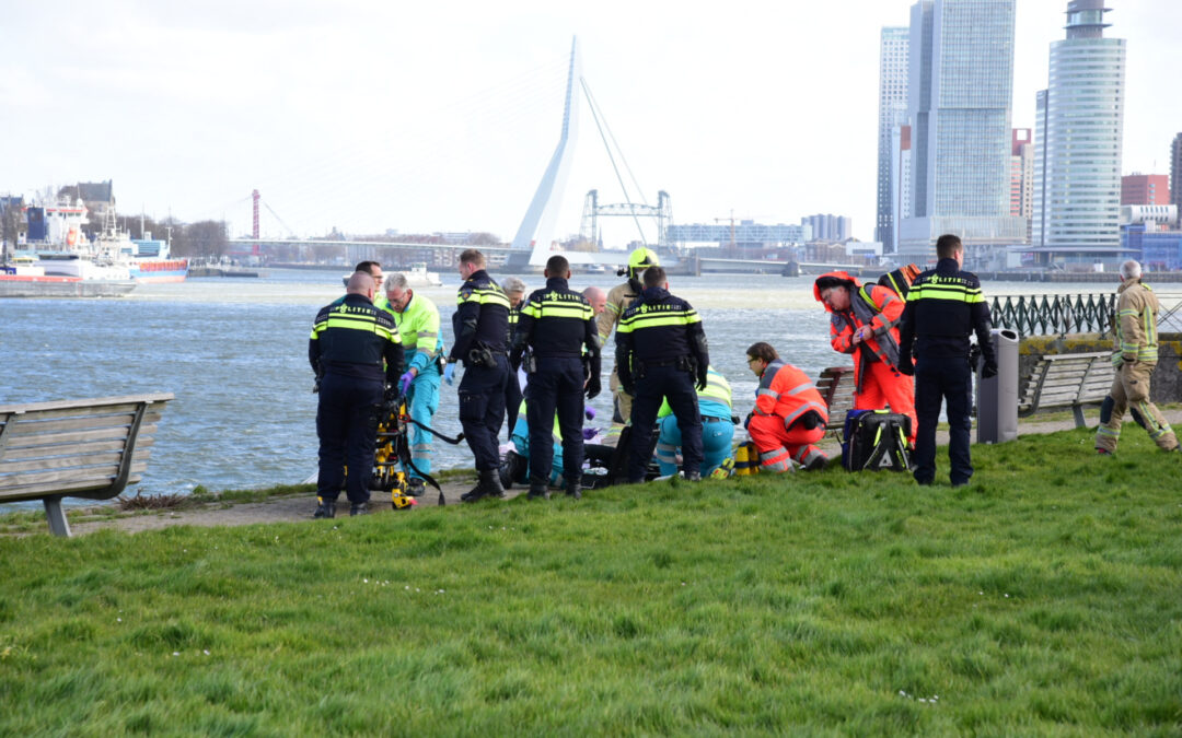 Persoon gereanimeerd na val in water Dokhavenpark Rotterdam