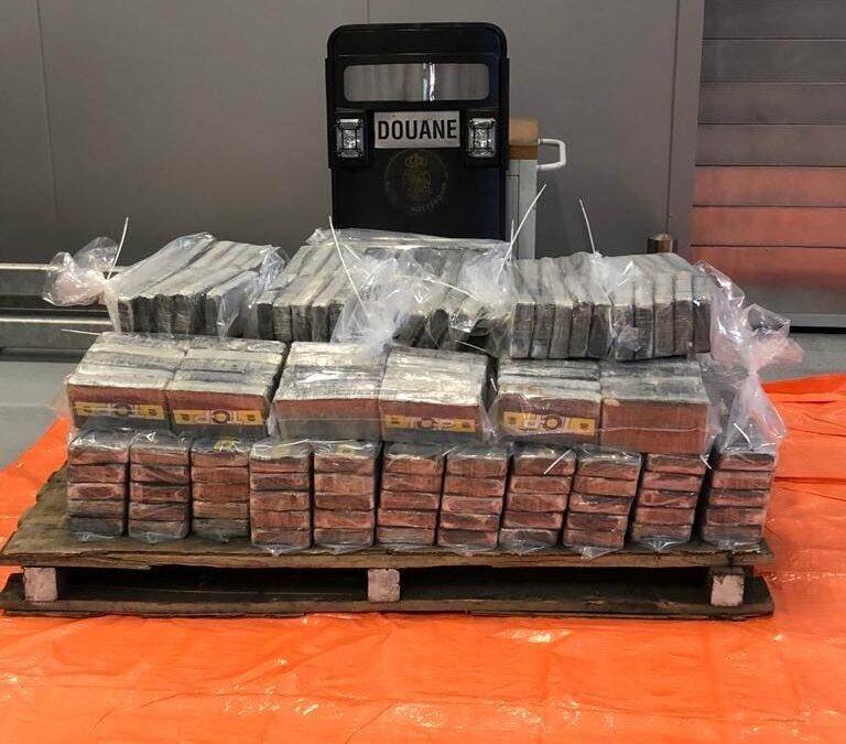 Politie vindt honderden kilo's cocaïne in Rotterdamse haven