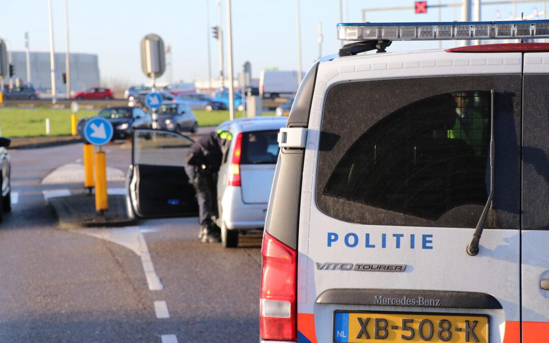 Auto's botsen voor stoplicht Ketensedijk Capelle aan den IJssel