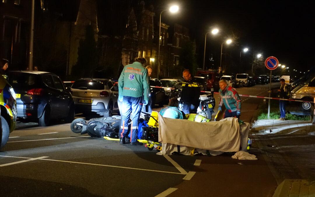 Twee gewonden na frontale aanrijding tussen twee scooters Brugweg Waddinxveen