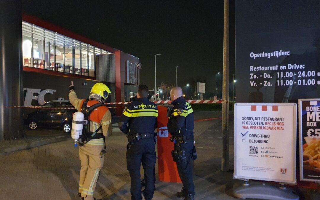 Bak met inhoud vliegt in brand bij KFC Schiedamsedijk Vlaardingen
