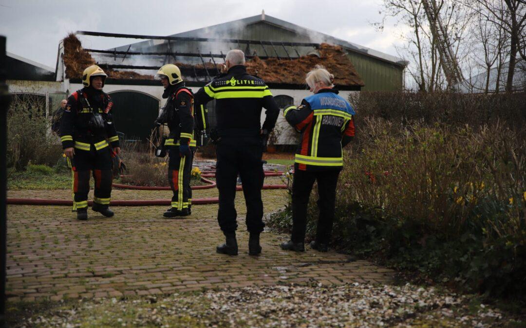 Forse schade na uitslaande brand in boerderij met rieten dak in Aarlanderveen