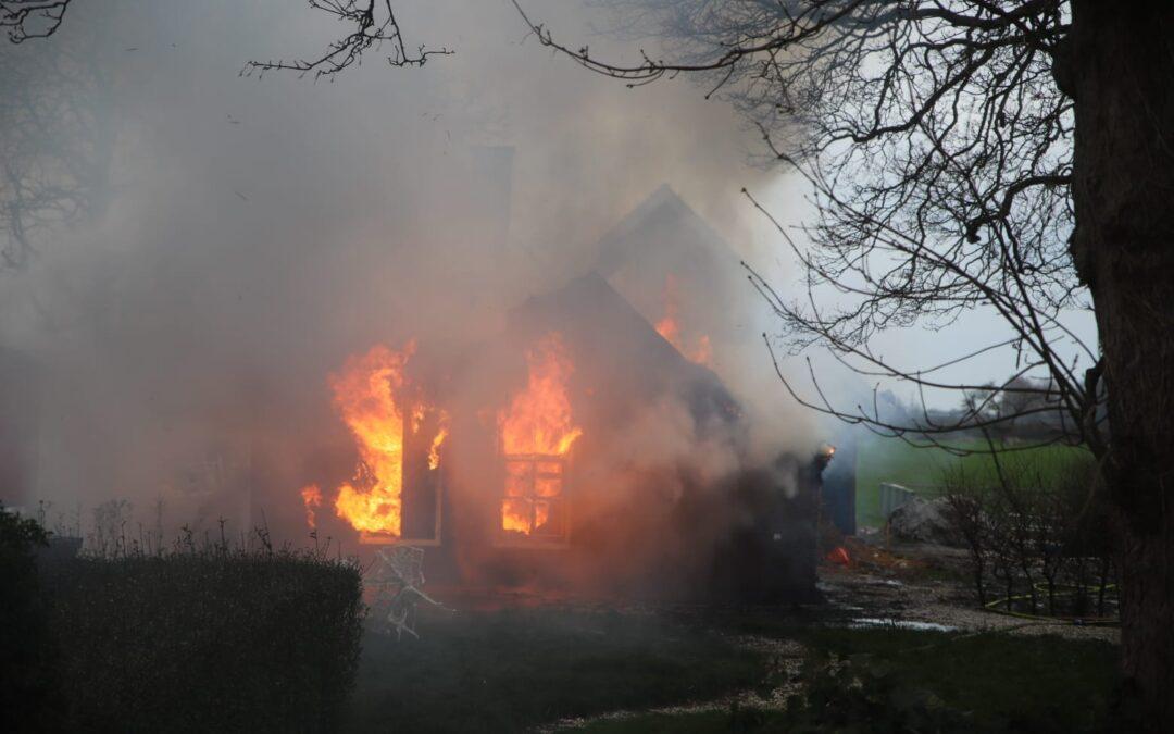 Woning met rietenkap volledig uitgebrand N204 – de MA Reinaldaweg Linschoten
