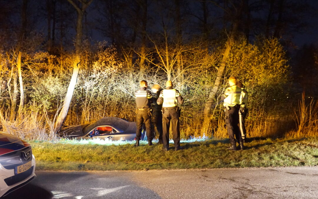 Auto te water, inzittende gewond Hennipslootkade Zevenhuizen