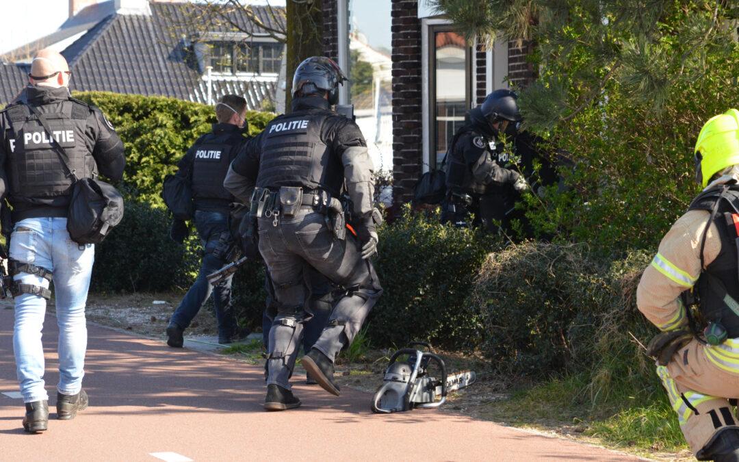 Politie valt woning binnen na vermoeden van drugslab Grindweg Rotterdam