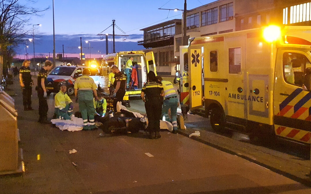 Twee gewonden na valpartij met scooter Pelgrimsstraat Rotterdam