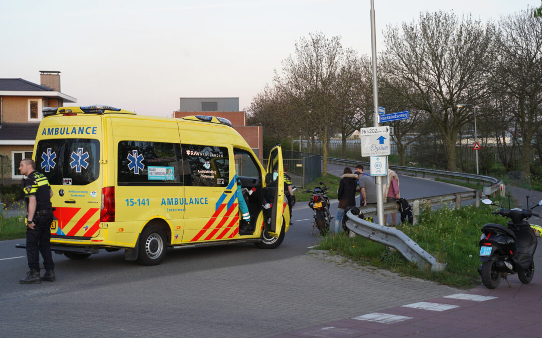 Bestuurder van motor gewond bij val door zand op de weg Merenweg Bleiswijk