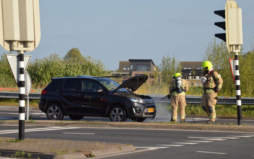 Auto vliegt tijdens het rijden in brand N470 Berkel en Rodenrijs