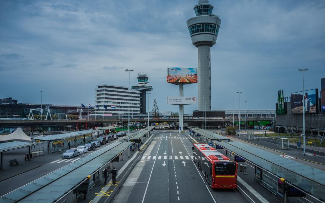 Fotoreportage: Zo verlaten is Schiphol gedurende de Coronacrisis