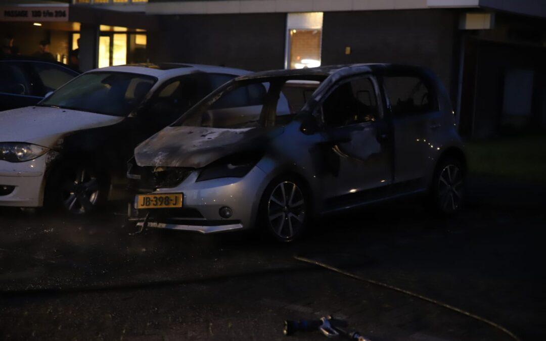 Auto aan de Passage in Waddinxveen gaat in vlammen op