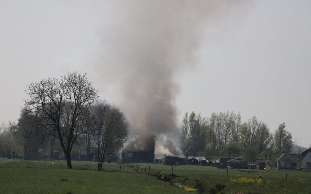 Grote brand in paardenstal in Bergambacht
