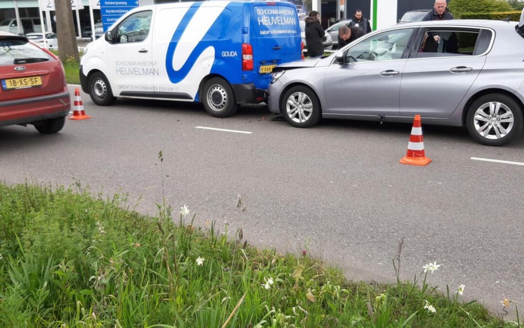 Kinderen gewond bij kop-staart aanrijding Nieuwe Gouwe O.Z Gouda