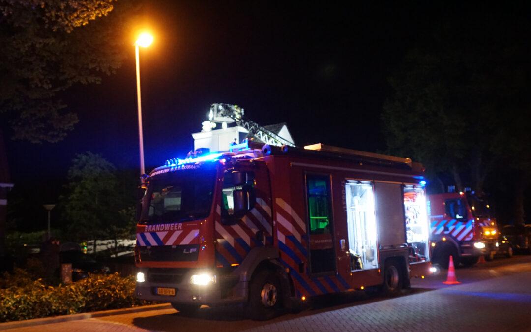 Brandweer veegt schoorsteen na kleine brand Hoekeindseweg Bleiswijk