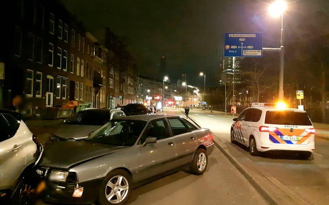 Dronken automobilist richt ravage aan op Beukelsdijk Rotterdam