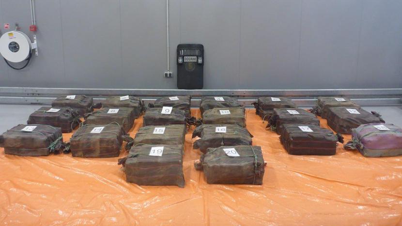 Douane onderschept 1018 kilo cocaïne tussen vaten met fruitconcentraat