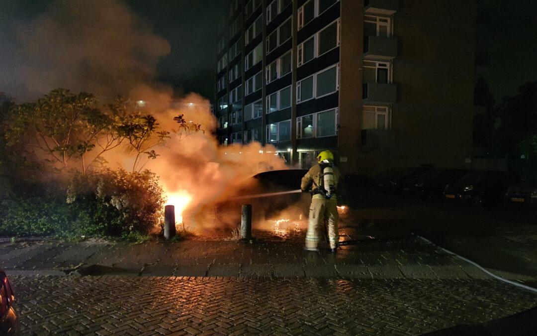 Auto verwoest door brand Spalandlaan Vlaardingen